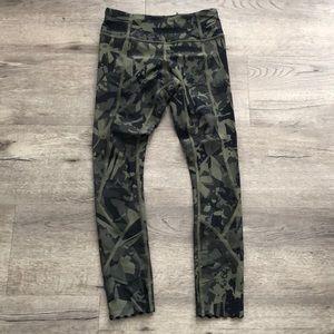 Lululemon scalloped bottom 7/8 leggings